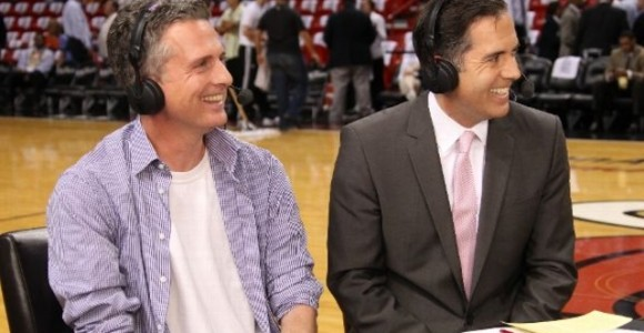 ESPN and Bill Simmons will offer live streaming commentary for March Madness games.